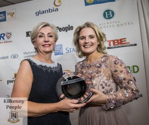 Kathleen Moran receives the President's Prize from Deirdre Shine, Kilkenny Chamber at the Kilkenny Chamber Business Awards. Photo: Pat Moore.